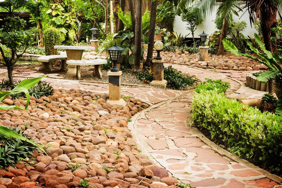 Vyrobte si kreatívny záhradný chodník