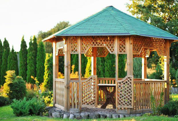 Funkčné a relaxačné stavby, ktoré vám v záhrade nesmú chýbať