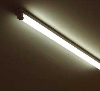 Vymeňte svoje staré svietidlá za LED trubice.